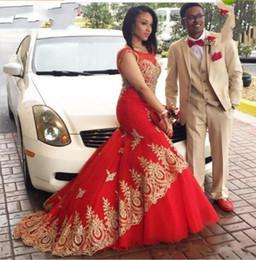 2019 vestidos de vestidos de vestidos sexy sexy 2019 Novo Dubai Vermelho Novo Casal Moda Sereia Vestidos de Baile Sheer Tripulação Pescoço Rendas De Ouro Apliques de Contas Vestidos De Fiesta Vestidos de Noite 1089