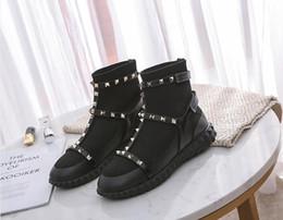calzini in stile scarpe Sconti Le donne punk Rivetti Martin Boots nuovo progettista Stagione stivaletti a maglia del calzino della neve degli stivali della caviglia di moda di lusso scarpe di stile della signora Inghilterra
