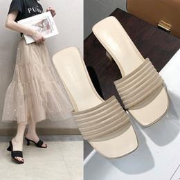 2019 fada desgaste Net chinelos vermelhos mulheres usam moda selvagem 2019 novo verão sandálias de salto alto de espessura com ins fairy vento sapatos femininos fada desgaste barato
