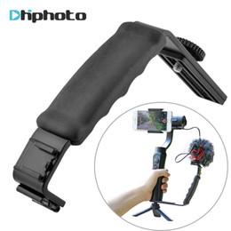 2019 soportes de micrófono led l soporte de cámara Smooth Q 4 Mic Stand L Bracket Camera Handle Grip para Zhiyun Smooth 4 DJI Osmo LED Light Rode soportes de micrófono led baratos
