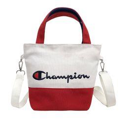 Подпоясная тотализатор онлайн-Женщины Холст вышивка чемпионов буквы сумки Студент Ремень Сумка через плечо сумки покупки путешествия Дизайнер Мини Tote C3156