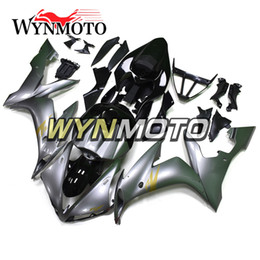 Kit de carenado yzf r1 plata online-Kit de plata Carenados de motocicleta negra para Yamaha YZF 1000 R1 2004 2005 yzf 1000 r1 02 03 ABS Inyección de plástico carenados de motos cubiertas