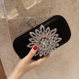 2019 neue stil seitentaschen Sarine New Fashion Einseitig Sun Diamond Kristall Abendtaschen Clutch Bag Hot Styling Tageskupplungen Dame Hochzeit Frauen Tasche Ketten Tasche rabatt neue stil seitentaschen