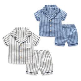 Meninos pijamas calções de algodão on-line-2 pçs / lote verão crianças pijamas listrado algodão pijamas roupa do bebê set para meninos roupa interior crianças ternos camisa + calções