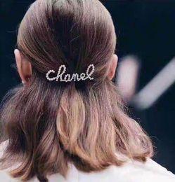 Clip degli amanti online-Nuove lettere di moda con strass e fermacapelli per perle per signora Design Women Party Wedding Lovers Gioielli regalo per sposa