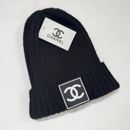 bonés de malha de cabo Desconto 2019 moda Chapéus de Inverno de malha Fur Poms Beanie etiqueta Fedora Luxo Slouchy Crânio Cabo Caps Lazer Moda Beanie Outdoor HatsG0522