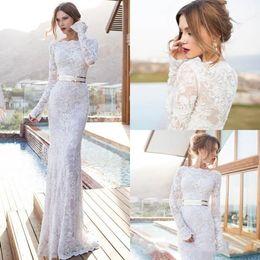 Vestidos de noiva de bainha de fita on-line-Elegante mangas compridas vestidos de casamento Julie Vino com comprimento até o chão vestidos de noiva de renda Faixa de ouro Sash Bainha Vestido Custom MAde