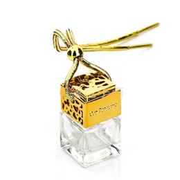 Botella esencial de oro online-Botella de Difusor de Perfume vacía Cristal Cuadrado Colgante de Coche Cubo Mágico Botellas de Aceite Esencial Hueco hacia fuera Cubierta Eslinga de Oro 2cyb1