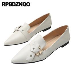 2020 zapatos chinos de gran tamaño Punta estrecha mulas moda 2019 blanco de gran tamaño de las mujeres sandalias de metal zapatillas China Ladies Beautiful Flats Shoes Plus chino zapatos chinos de gran tamaño baratos