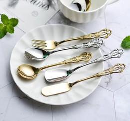 2019 scoop inox inox Retro posate hollowe 304 cucchiaino da caffè in acciaio inox forchetta da frutta coltello da burro cucchiai di gelato scoop stoviglie KKA6360 scoop inox inox economici