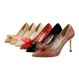 Zapatos de mujer Bombas de metal con tacón alto Boca baja Boca puntiaguda Calado Encaje Rhinestone Arco zapatos solos jooyoo desde fabricantes