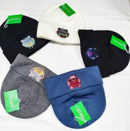 2019 Nueva NOKENZO del sombrero del invierno espesa piel Pompoms casquillos calientes del snapback de los sombreros de la gorrita tejida pompón # 12 desde fabricantes