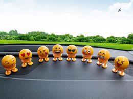 игрушечные танцевальные куклы Скидка Детские игрушки Emoji качая головой куклы приборной панели автомобиля весной украшения новинка забавные танцы игрушка автомобиль офис украшения дома CLS605