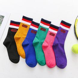 Koreanische socken marke online-Herren Frauen Designer Socken Socken Brief Persönlichkeit Rohr Socke Koreanische Version des Netzes rot mit der Flut Marke Haufen von Socken Straße groß