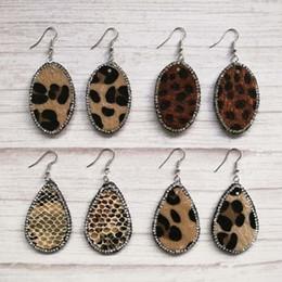 2019 araña multicolor Joyería de otoño Crystal Pave Surround Pendientes de gota de cuero de imitación de leopardo ovalado de lágrima para mujer Pendientes de boutique de forma de lágrima ovalada