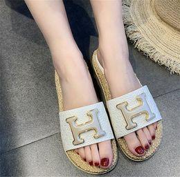 Semelles de filles noires en Ligne-Pantoufles de designer sandales pour femmes avec la lettre H vente HOT de luxe qualité unique tissé filles chaussures chaussures blanc noir kaki couleur femme chaussures de mode