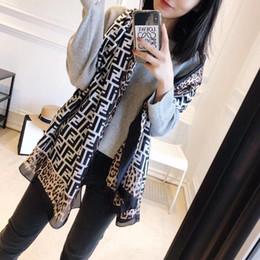 Модный дизайнер бренда FF весной и летом женский шарф девушки моды высокого качества женские платки с рисунком случайные шарф размер 90 * 180 см от Поставщики ледяная полоса