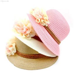 Hermosos sombreros de niña online-Gorras de chicas coreanas de paja al por mayor-sólidas para el verano con hermoso diseño de flores Sombrero de playa Sombrero para el sol 1pcs