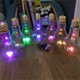 Lampadina di bottiglia online-LED Bulb Bottle 500ml 400ml Plastic Lamp Cups with Straw water bottles Tazze Multicolor Lights luminous juice Yogurt tazze di tè al latte C72201