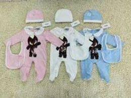 Livraison gratuite printemps et automne 2018 bébé chaud vêtements 3pcs ensemble bébé chapeau de costume d'escalade + costume d'escalade + serviette de salive ? partir de fabricateur