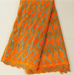 merletti in seta africani Sconti Tessuto di pizzo africano 2019 Tessuto di lacci nigeriani ricamati Abito da sposa in pizzo tulle francese di alta qualità per abito da donna 426-24