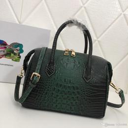 elegantes bolsos negros Rebajas Nuevo bolso de damas de cocodrilo de gama alta con patrón de explosión simple y elegante generoso negro marrón rojo verde diseñador bolso de cuero número: 87260