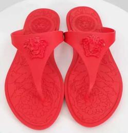 Sandálias da praia da geléia on-line-Mulheres Praia flip flops New chegou Top quality luxo marca de moda Mulheres Férias De Praia Plana geléia macia Chinelos de verão plus size