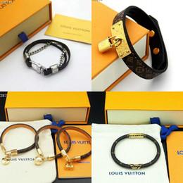 Lederarmbänder für frauen online-Hot Fashion Brand Echtes Leder Armbänder V Form Designer für Männer und Frauen Armbänder Leder Brief Muster Armband Schmuck