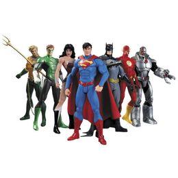 Pvc de boneca superman on-line-Hot New 7 pçs / set 17 cm Liga da Justiça Super-heróis Vingadores Homem-Aranha Superman Homem-Aranha Superman Batman Figura de Ação Brinquedos Boneca