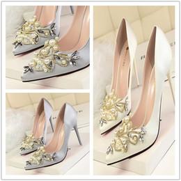 Zapatos de boda de marfil envío gratis online-Ivory Luxury Wedding Shoes Crystal Bead Pearl Bead Bombas puntiagudas 10 cm Zapatos de moda de tacón alto para mujer Envío gratis
