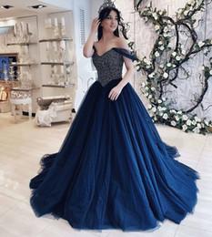 Niñas 15 vestidos de cumpleaños online-Vestidos de quinceañera árabe azul marino de Dubai fuera del hombro Tul con cuentas Elegantes 15 vestidos de cumpleaños para niñas Vestido largo dulce 16