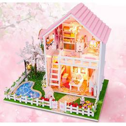 2019 große plastikpuppen Großhandels-Haus-Installationssatz NEUES DIY hölzernes Puppenhaus, Kirschbaum-Puppenhaus, neue Art-Miniaturinstallationssätze, die Spielwaren für Kinderweihnachtsgeschenk K0191 zusammenbauen