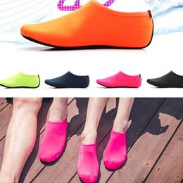 tauchlampen Rabatt Sport Wasser Tauchen Socken Schuhe Kinder Erwachsene Anti Skid Strand Socken Atmungsaktive Stoff Schwimmen Surfen weiches Licht Nass Schuhe QQA316