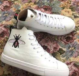 2019 homens carrega itália 2019 Genuine Leather Boots Itália Moda Botas Designer Shoes Homens Mulheres Moda bordado Botas tigre High Cut Top homens carrega itália barato