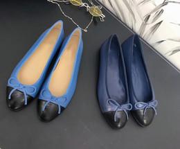zapatos de bailarina de las señoras Rebajas 2020 estilo clásico Beige Negro Ballerinas chatas de piel de cordero de las mujeres de los holgazanes seis colores sin caja de ballet de la señora zapatos de los planos mocasines 35-42 mx187