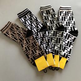 Etiquetas de sello online-Las mujeres de la letra F de marca de algodón calcetines con sello Mix Color calcetines de diseñador de lujo con etiqueta de regalo para el amor novia alta calidad