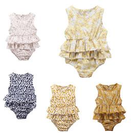 Spielanzug für mädchen rüschen online-Baby Strampler ins 2019 Kinder Designer Kleidung Mädchen floral ärmellose Rüsche Overall Jumpsuits Strampler Einteiler Strampler Kleinkind Body
