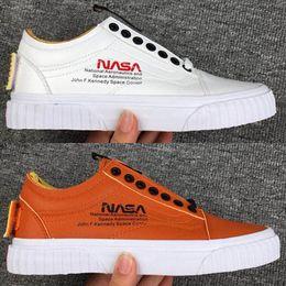 Marrom velho on-line-Moda NASA x Skool Velho Skate Sapatos TOP Designer Branco Marrom Novo Lançado Superior Das Mulheres Dos Homens Casuais Sapatilhas