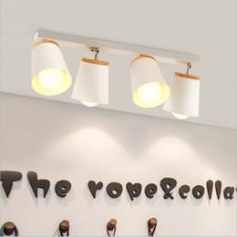 Schwarze decke weiße wände online-Moderne E27 drehbare LED-Deckenleuchte Holz Eisen Deckenstrahler Schwarz Weiß Innendecke Wandleuchte für Gang