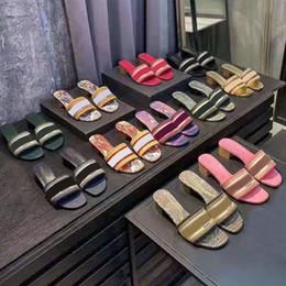 sandalias de tejer Rebajas la moda a medio talón zapatillas de playa de la mujer de lujo de verano del alfabeto zapatillas de diseño sandalias ásperas tela de punto bordado mujer zapatos 35-42