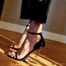 Moda Luxo Calçados casamento nupcial Shoes Mulheres Designer Sandals Mulheres Bombas 2019 novo partido Ladies Ouro Sapatos Em armazém de