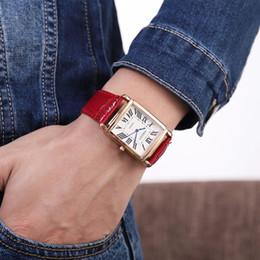 2019 relógio de formulário Homens De Quartzo Das Mulheres Relógios 2019 Moda Praça Romano Cinto De Relógio De Moda Mão Forma Pessoas Assista Luxo Design Presente relógio de formulário barato