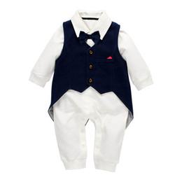 junge outfit weste Rabatt neugeborenes Baby kleidet Jungenklagen Babyspielanzug + Weste 2pcs / set neugeborenes Ausstattungsbaby-Säuglingsjungen-Entwerfer kleidet Jungenkleidung A6001