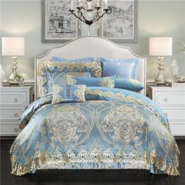 Capas de edredon cetim europeu on-line-Luxo azul conjunto de cama de casamento do palácio europeu de seda de cetim de algodão jacquard rainha rei capa de edredão lençol / fronhas de linho