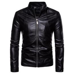2019 stand per moto Giacca in pelle Uomo 2018 Autunno Casual Solid Zipper Giacche Moto Stand Collar Nero Faux Leather Coat Uomo Jaket 5XL stand per moto economici