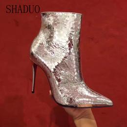 89c5f86bd2 2018 shaduo mulheres de alta qualidade botas de couro genuíno reflexivo de  prata de salto alto super bonito olhando botas 10.0 cm à venda olhares de  salto