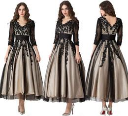 marrom escuro mãe vestidos de noiva Desconto V-Neck Black Lace Appliques Café Mid-Calf Vestido De Noite Formal Chá Comprimento Mãe da Noiva Vestidos para Ocasiões Especiais
