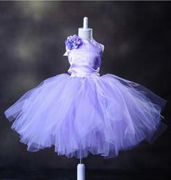 Argentina Moda para niña Púrpura cabestro Tulle personalizada linda princesa Vestido de niña de flores Longitud de té Hecho a mano Flores Arcos Niños Baile de cumpleaños Vestido de fiesta Suministro
