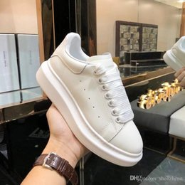 Womens Shoes Sneakers Lace Up Outdoor Moda AQ12 Cunhas Branco Oversized Sneakers Womens Shoes Luxo Casual Chaussures de femmes Hot Sale de