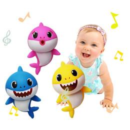 8inch BABY SHARK Music LED пластиковые детские игрушки 20 см мультфильм музыка акула освещение пение английские песни дети подарок партии AAA2085 cheap english cartoon for kids от Поставщики английский мультфильм для детей